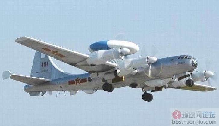专家:现代战斗机的雷达都是装备在飞机前端的整流罩中,虽然雷达本身的