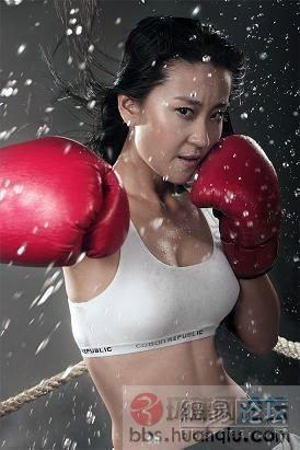 练拳击的性感美女