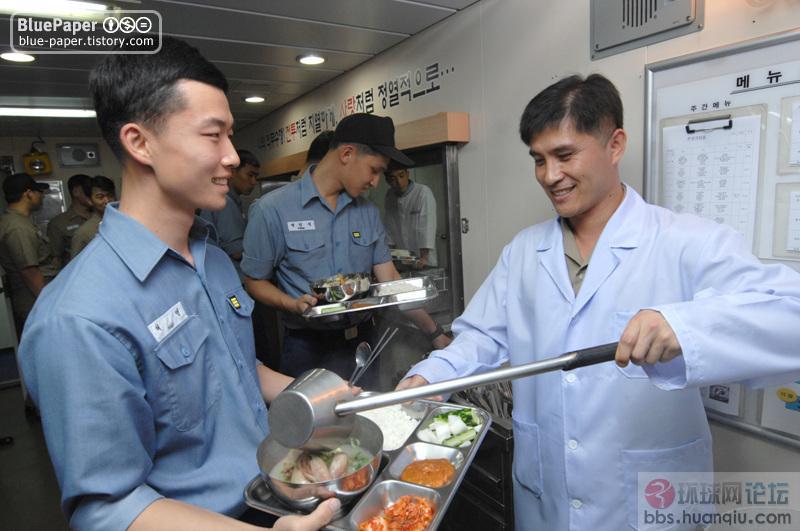 韩军开饭了 有鸡吃,有冰激凌吃