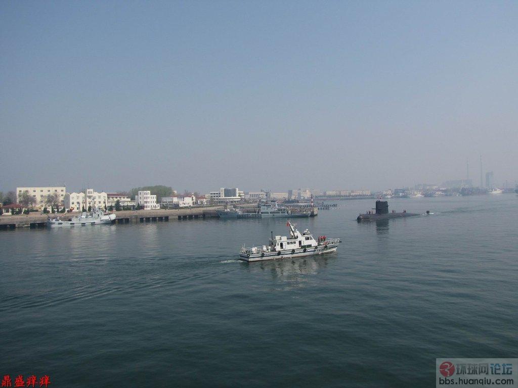 高清:解放军小黑鱼进港