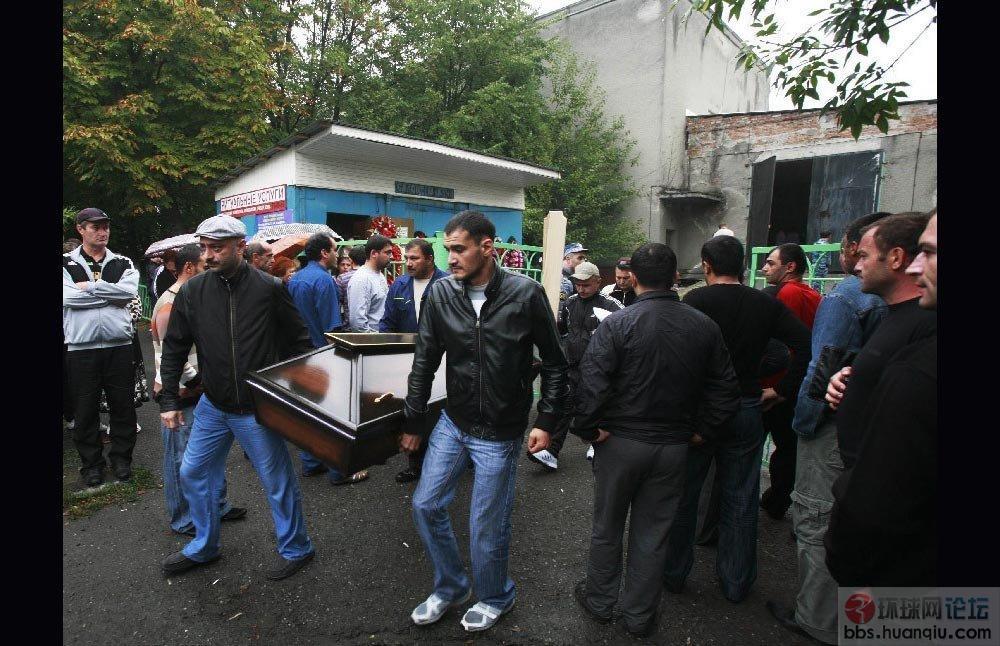 北奥塞梯虽然在过去几年越来越不 与它相临的一个回教地区接连遭到