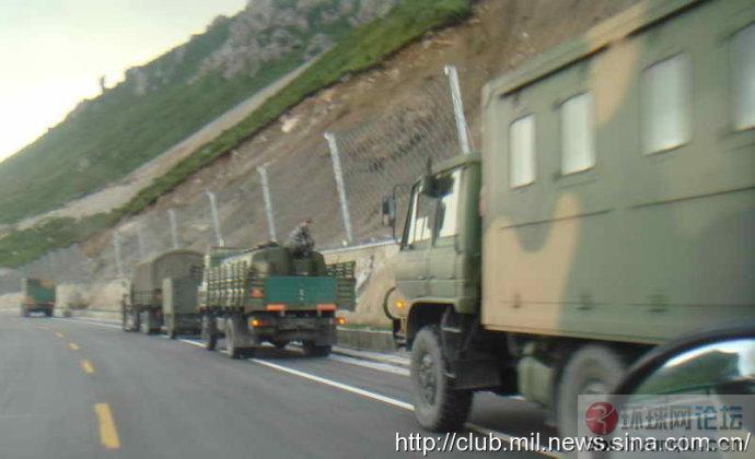 解放军大炮车也得遵守交通规则