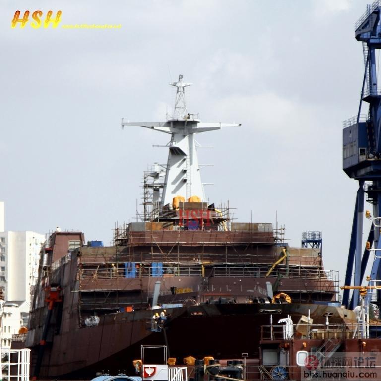 中国海军第3号大坞登的主桅吊装完毕