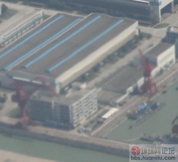 俯拍有重大发现:长兴岛造舰基地的四艘大驱和一条黑鱼!