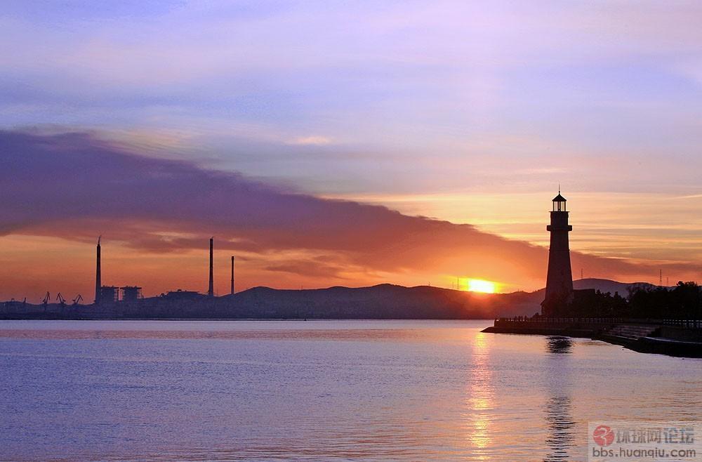 霞光与灯塔共舞……爱威海