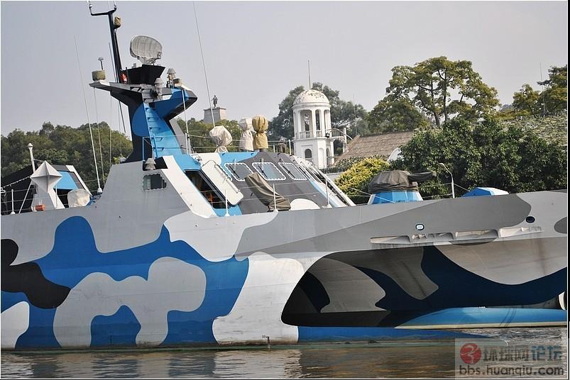 隐身性能超群:022艇上竟然挂着角反射器!