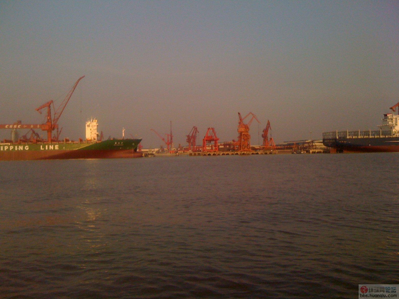 又有好消息:中国海军第五艘中华神盾舰下水了!
