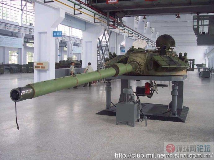 解放军的坦克装甲维修车间很整洁