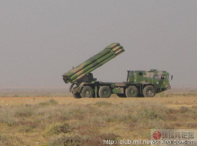 解放军远程火箭炮开火的威猛场面