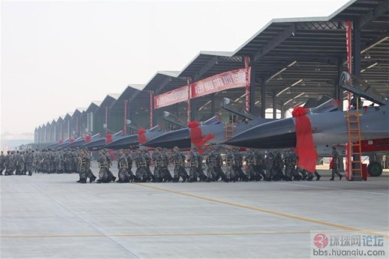 太猛了:一眼望不到头的中国空军新J11B战机