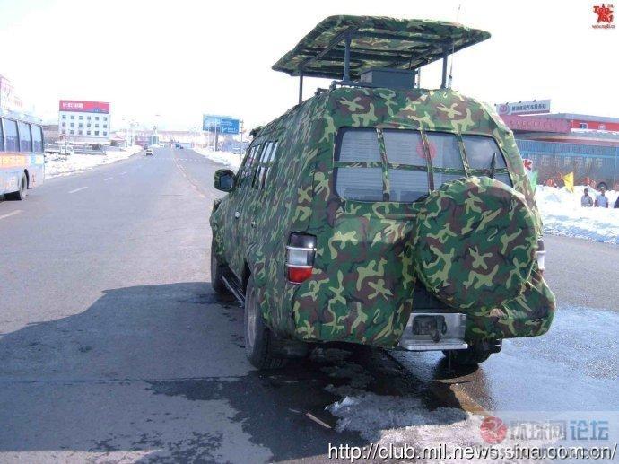 解放军的通讯指挥车穿上了迷彩外套