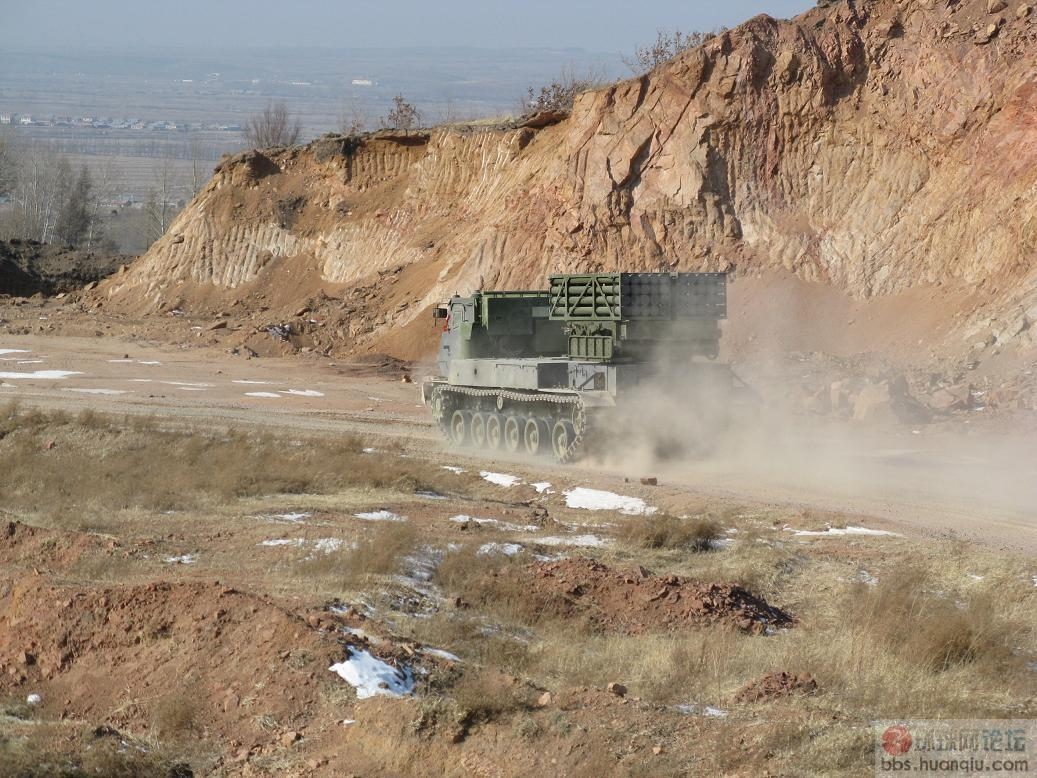 中国军工真给力:山寨迷你版的M270火箭炮现真身!!!