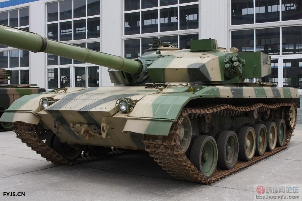 解放军的坦克装甲车辆维修车间真整洁