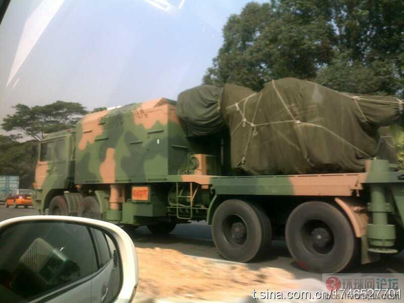 在大马路上遇到极其罕见的解放军陆盾2000