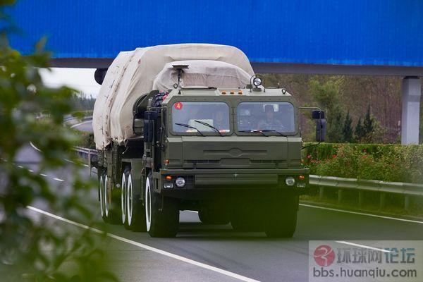 解放军远程火箭炮来超车 吓一跳