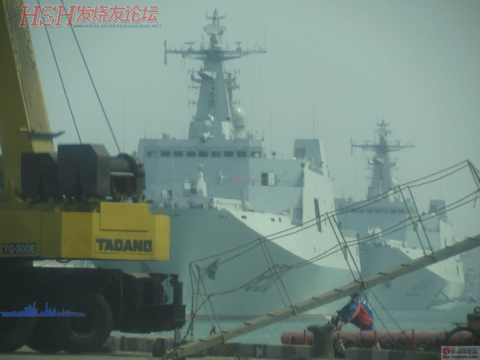 中国海军两艘大坞登停在一起巨有气势!