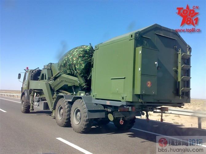 高速公路上偶遇解放军一辆非常奇怪的特种军车
