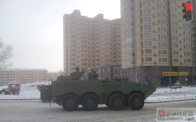 这辆解放军新8X8轮战车好奇怪 上面装了好些光电头