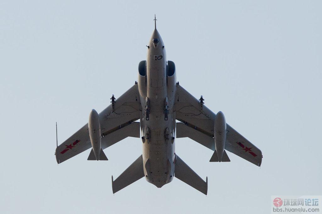 中国空军新飞豹老小强在天上飞的真欢快!