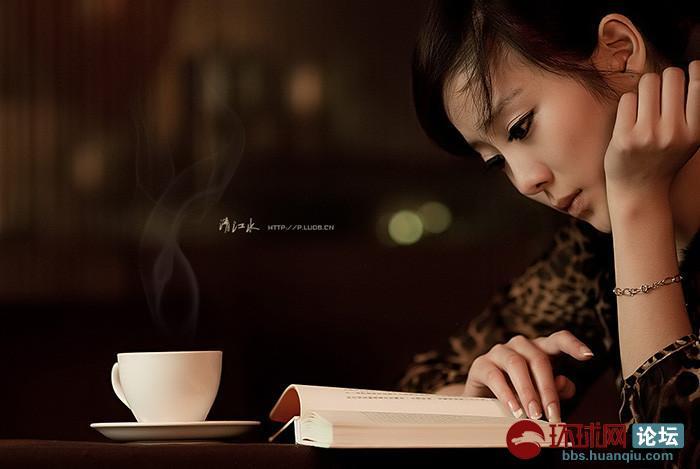 咖啡 美女和书的恬静与优雅