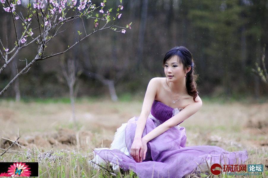 桃花树下一女孩!