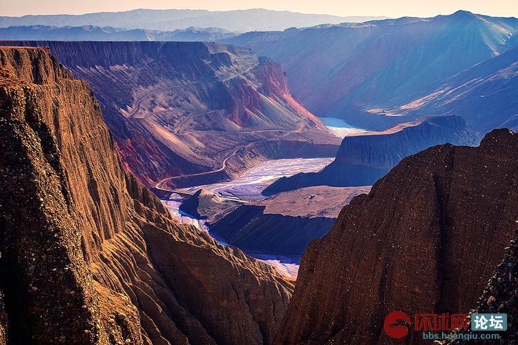 新疆巴音沟大峡谷