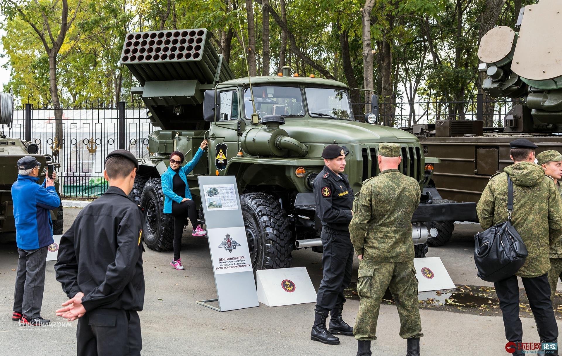 俄罗斯东部军区的海陆空军事装备展览会