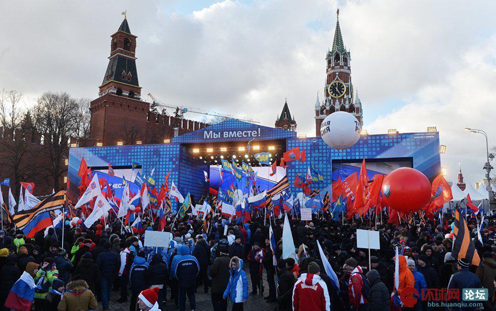 9. 仅在莫斯科就有将近10万人参加了节日庆祝活动。.jpg