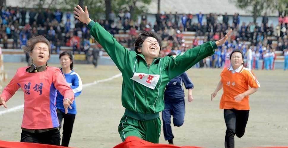 """朝鲜各界庆祝""""五一""""国际劳动节"""