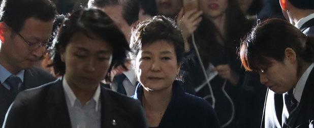 韩检方与朴槿惠的拉锯战何时才能结束