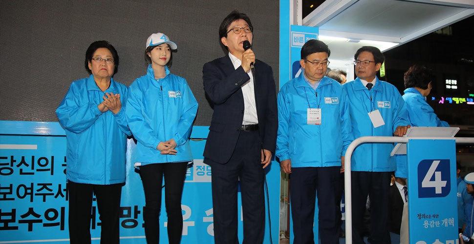 刘承旼参加竞选活动 貌美女儿颜值吸睛