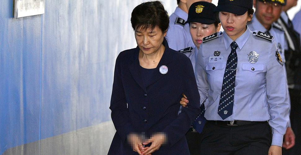 朴槿惠提前下台,唯一收获是找回了亲情