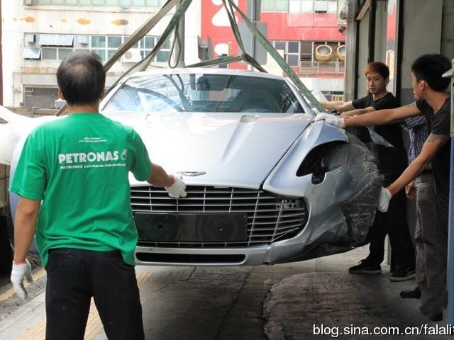 4500万 香港阿斯顿路马丁one 77车祸撞毁高清图片