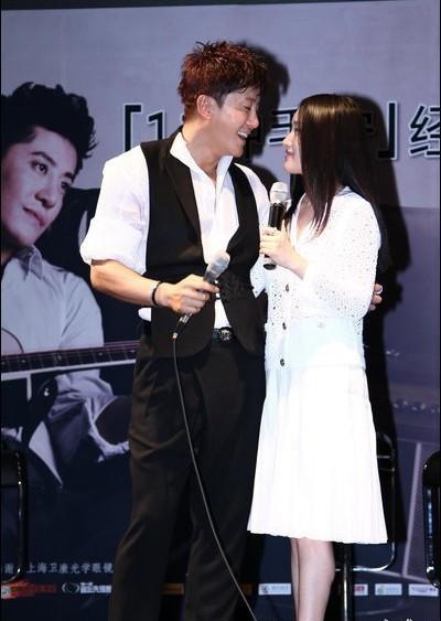 杨钰莹与毛宁的亲密照