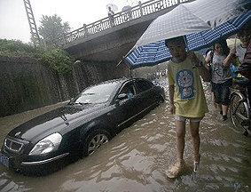 持续暴雨致武汉交通受阻