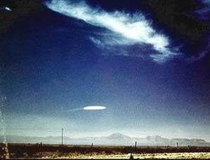 英国媒体公布UFO目击照片