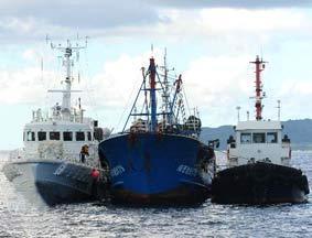 日本对我国渔船进行模拟取证