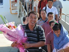 中国政府接回14名渔民