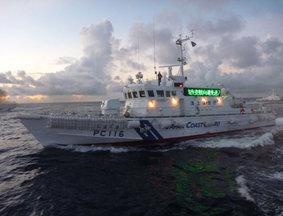 中国保钓船遭日舰驱离