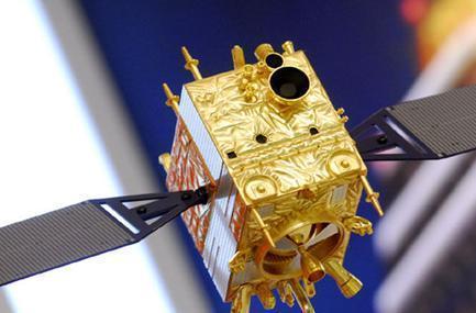 嫦娥二号微缩模型抵京