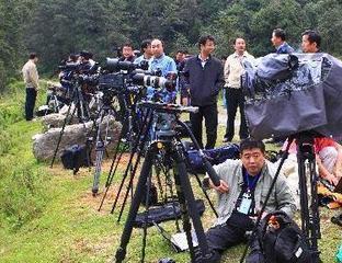 媒体关注嫦娥二号发射