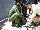谷棣在索马里总统府前安检