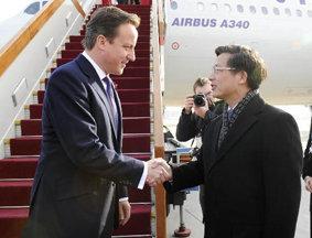 英国首相卡梅伦抵京访华