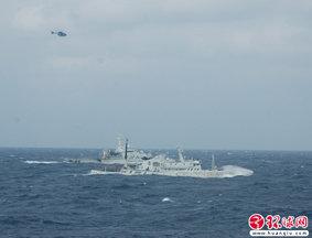 环球网记者直击我钓鱼岛巡航船与日方周旋
