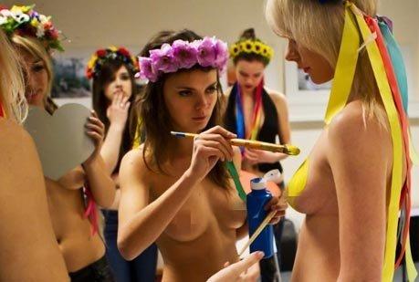 情人节:乌克兰美女人体彩绘