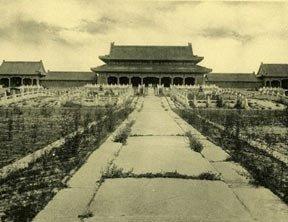 八 国 联军 坐 上 中国 皇帝 龙 椅 英军 在 紫禁城 ...