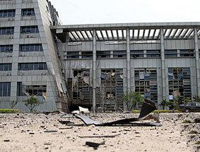 临川区政府大楼前碎片