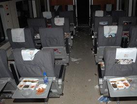 旅客的餐盒遗留在车厢内