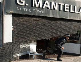 骚乱中受损的珠宝店