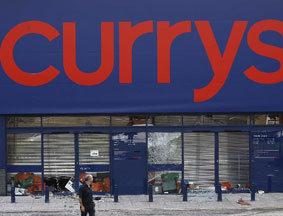 骚乱中被袭的电子商店